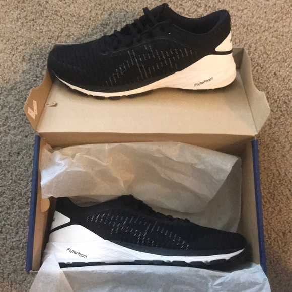 Brand New ASICS DynaFlyte 2 Running Shoes (Size 9) NWT